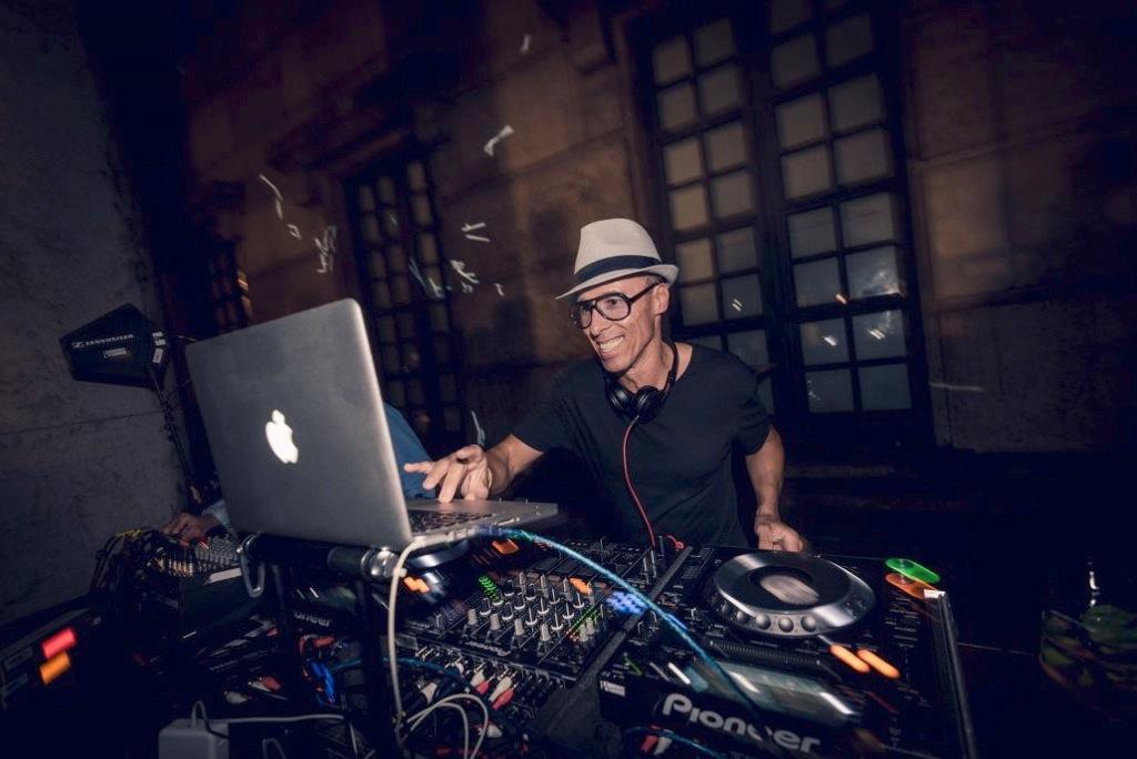 http://frankiewright.com/start/wp-content/uploads/2020/02/DJ-Frankie-Pic.jpg